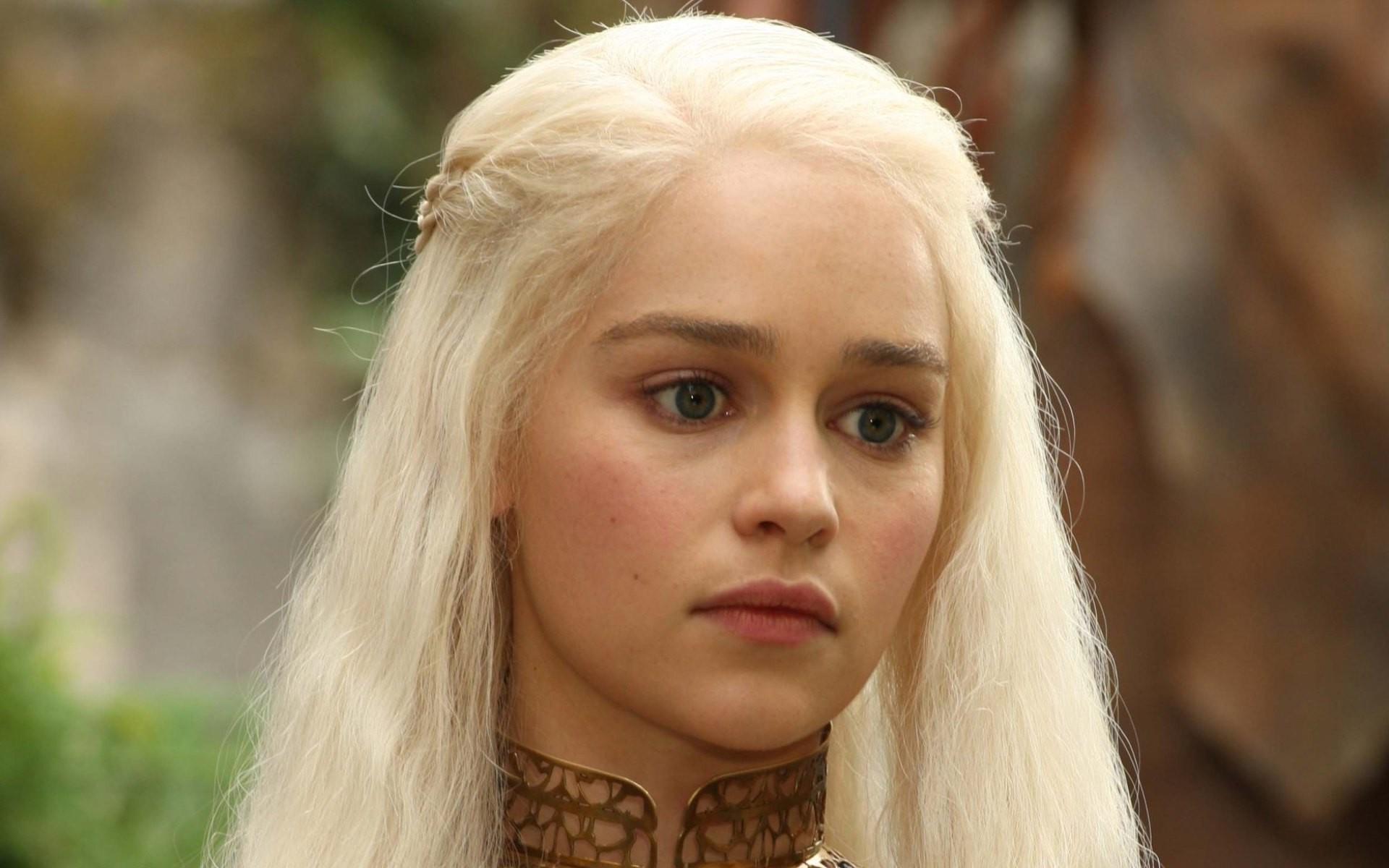 Game of Thrones /სამეფო კარის თამაში  Emilia-clarke-4