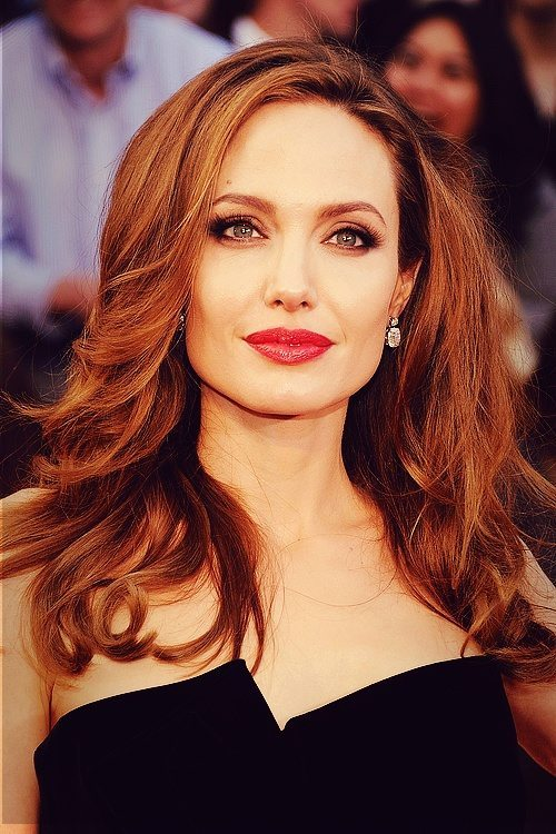 Angelina-Jolie-27