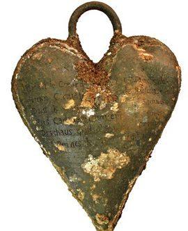 heart-reliquary_Rozenn-Colleter-Inrap-maksatbilgi 350 Yıllık,Elbiseli Mumya!