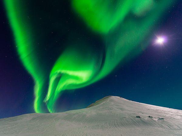 aurora-iceland-moon_90425_600x450