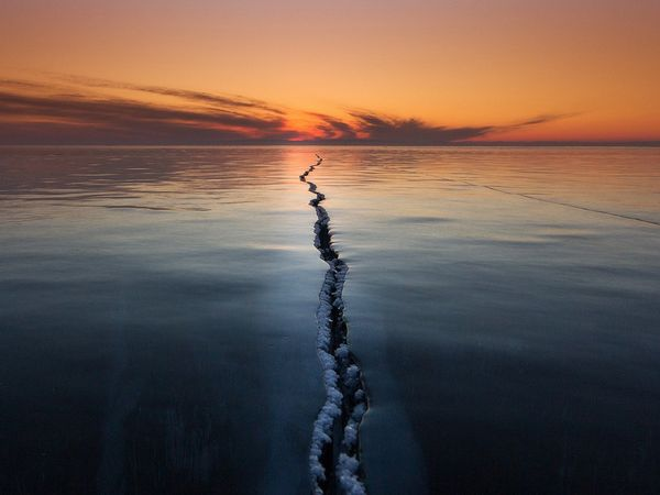 frozen-lake-ice-crack_90254_600x450