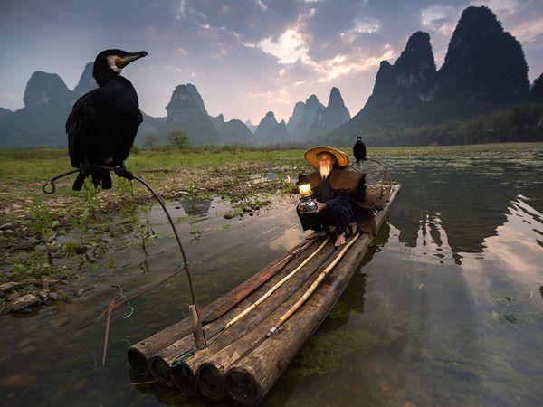 man-boat-china_90249_600x450