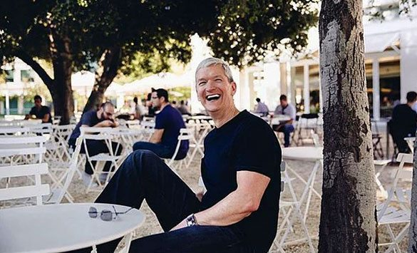 tim-cook-holiday