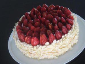 Bademli Çilek Pasta Tarifi